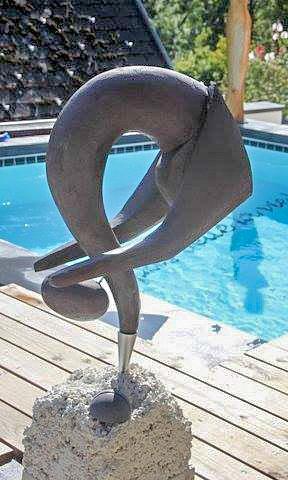 Sculpture en pierre reconstituée contorsionniste